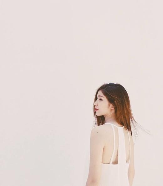 Cô nàngAn Japan chia sẻ trên trang cá nhân bức hình khoe vai trần vô cùng gợi cảm. Thời gian gần đây cô hot girl Hà thành này vẫn đang tập trung vào việc học, dù đôi khi cũng nhận lời làm người mẫu cho một vài cửa hàng thời trang, thương hiệu...