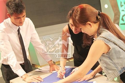 Không quên tặng chữ ký cho người hâm mộ - Tin sao Viet - Tin tuc sao Viet - Scandal sao Viet - Tin tuc cua Sao - Tin cua Sao