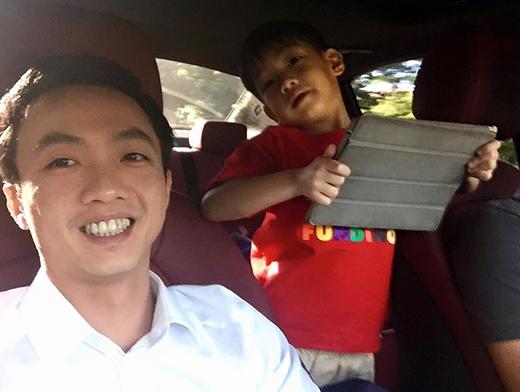 Hai bố con nhí nhảnh chụp hình cùng nhau - Tin sao Viet - Tin tuc sao Viet - Scandal sao Viet - Tin tuc cua Sao - Tin cua Sao
