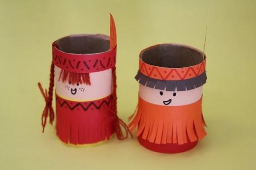 Có ai ghen tỵ với chiếc váy tua rua dễ thương của hai cô bé thổ dân này không?