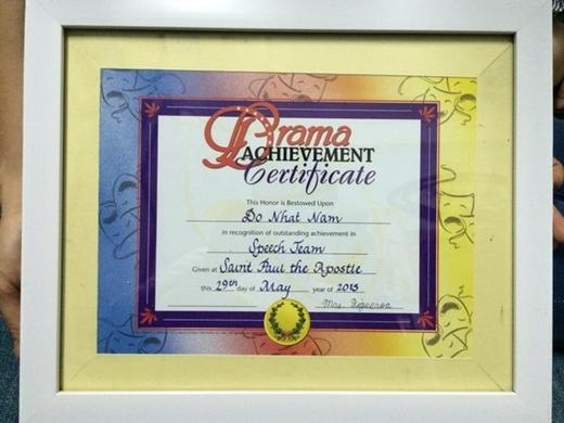 Giấy khen cho Đỗ Nhật Nam vì đã có thành tích xuất sắc trong đội diễn thuyết trường trung học Saint Paul the Apostle năm 2015.