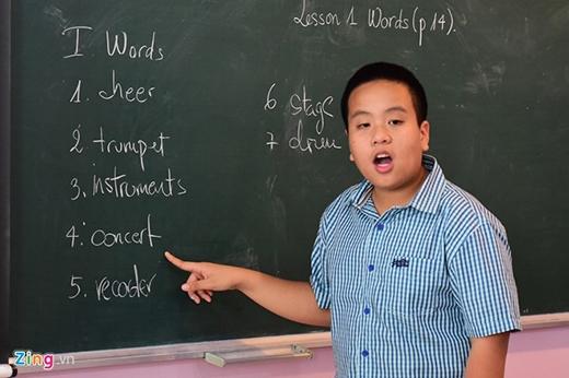 Lớp học bắt đầu từ thứ hai (8/6) tại hai trường tiểu học Pascal và Newton, Hà Nội. Mỗi sáng, Nam có từ 3 đến 4 tiết đứng lớp, mỗi tiết khoảng 30 phút