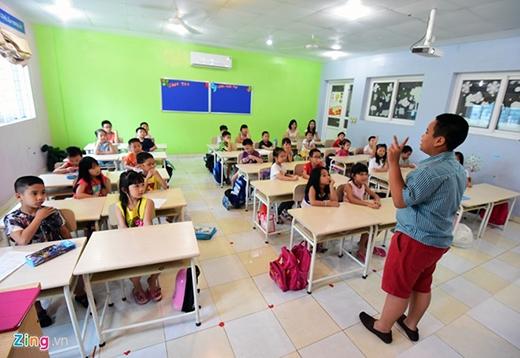 Lớp học của cậu bé 14 tuổi thu hút nhiều em nhỏ. Hơn 1.000 học sinh đã đăng ký tham gia học tiếng Anh của 'thần đồng' mình ngưỡng mộ.