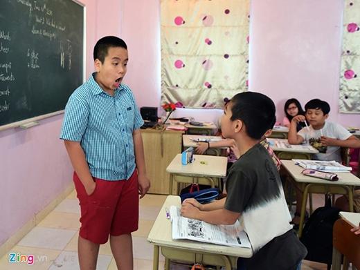 Nhật Nam cho biết: 'Em rất vui vì được các bạn nhỏ gọi là thầy giáo. Sau buổi học, thấy các bạn tiếp thu bài tốt, em thấy yên tâm vì đã hoàn thành nhiệm vụ'