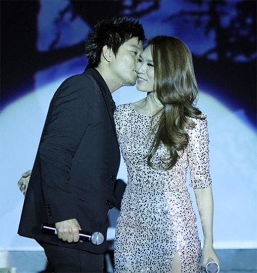 Dù 'không đến được với nhau', nhưng cặp đôi vẫn có những khoảnh khắc ngọt ngào 'hơn mật ngọt' trên sân khấu. - Tin sao Viet - Tin tuc sao Viet - Scandal sao Viet - Tin tuc cua Sao - Tin cua Sao