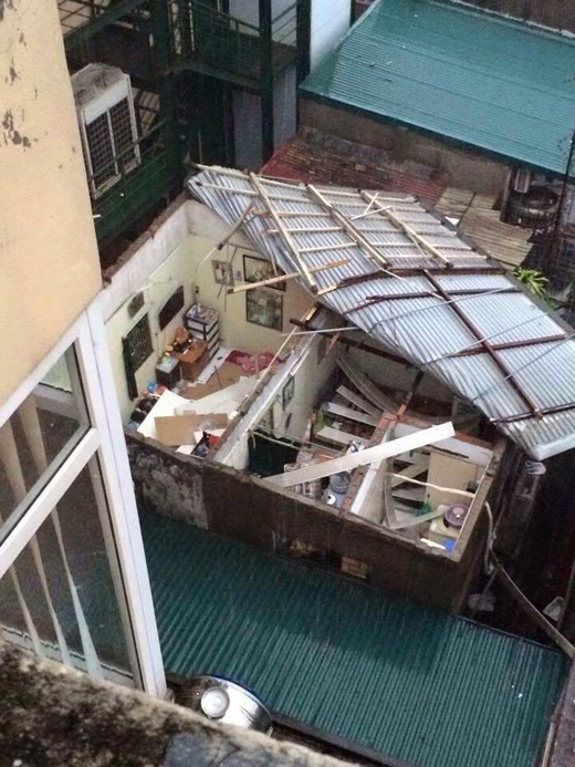 Nhiều ngôi nhà bị tốc mái