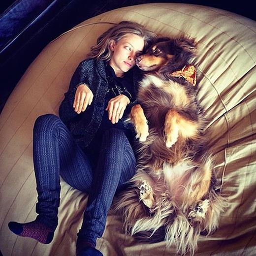 Cả khi ngủ cũng phải 'tình thương mến thương' như thế này.
