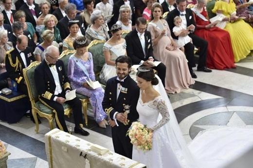 Sau 5 năm, chuyện tình của cả hai đã có một kết thúc có hậu bằng một lễ cưới hoàng gia. Sau rất nhiều thế kỷ, đây là lần đầu tiên một thường dân của Thụy Điển đã trở thành Công nương của nước này.