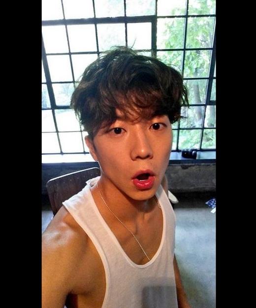Wooyoung phấn khích với sự trở lại của 2PM cùng ca khúc chủ đề My House.