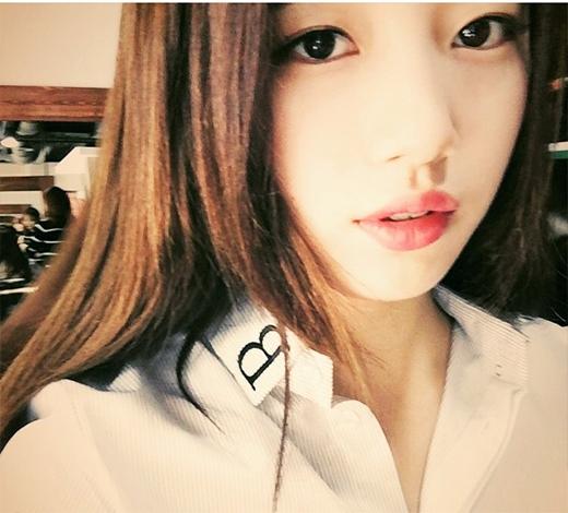 Suzy bất ngờ khoe vẻ đẹp dịu dàng và trưởng thành.