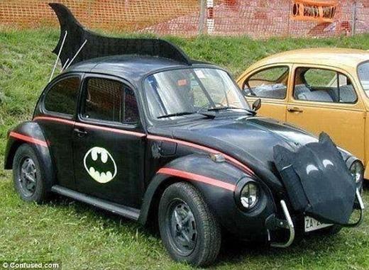 """Chủ nhân chiếc xe Volkswagen Beetle này có thể là """"fan cuồng"""" của Batman chăng?"""