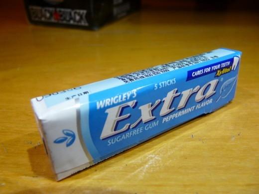 Đồ vật đầu tiên có mã vạch là kẹo singgum của hãng Wrigley. Wrigley cũng là hãng kẹo đầu tiên có ý tưởng đưa mùi bạc hà vào trong kẹo singgum.