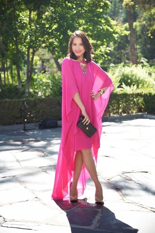 Hoa hậu Ngọc Khánh thướt tha trong chiếc đầm hồng rực rỡ. - Tin sao Viet - Tin tuc sao Viet - Scandal sao Viet - Tin tuc cua Sao - Tin cua Sao
