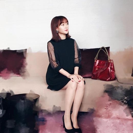 Dù sở hữu thân hình bé nhỏ nhưng Sun Ht luôn nhận được sự quan tâm từ đông đảo bạn trẻ. Hot girl sinh năm 1993 này hiện đang là người mẫu cho nhiều cửa hàng thời trang tại Hà Nội. Không tham gia nhiều vào những hoạt động nghệ thuật nhưng cô có lượng người quan tâm và chú ý khá đông đảo.