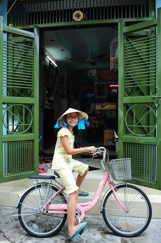 Gia đình Phương Mỹ Chi dọn về căn nhà mới trên con đường nhỏ Mạc Vân (quận 8 - TP HCM), từ dịp Tết 2014. Dù diện tích khá khiêm tốn, nhưng so với ngôi nhà cũ, tổ ấm mới vẫn thoải mái và tiện nghi hơn hẳn.  - Tin sao Viet - Tin tuc sao Viet - Scandal sao Viet - Tin tuc cua Sao - Tin cua Sao