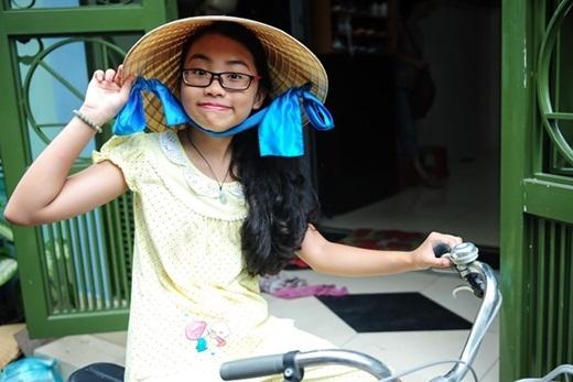 Riêng cô bé được dành hẳn một phòng riêng để tiện học tập, sinh hoạt. Chuyển sang nơi ở mới, Mỹ Chi cũng không quên mang theo chiếc xe đạp mà mình rất yêu quý. - Tin sao Viet - Tin tuc sao Viet - Scandal sao Viet - Tin tuc cua Sao - Tin cua Sao