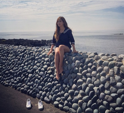 Yuri xinh đẹp trên đảo Jeju, quảng bá cho chương trình truyền hình thực tế sắp tới.