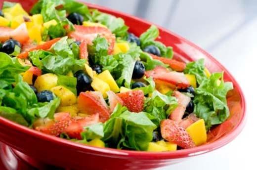 Một đĩa salad trong mỗi bữa ăn là lựa chọn tuyệt vời cho những ngày hè nóng nực.