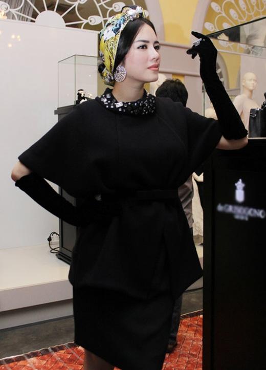 Dẫn đầu xu hướng với mốt thắt khăn turban cá tính kết hợp hài hòa với trang phục.