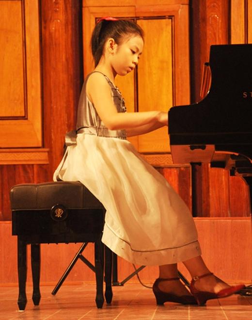 Cô béBạch Anhtừng trở thành hiện tượng của làng âm nhạc Việt.
