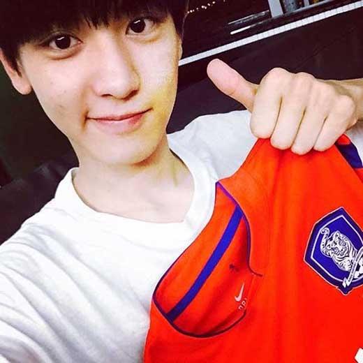Chanyeol ủng hộ bóng đá nữ, anh chia sẻ: '18/6, 8 giờ sáng. Đội bóng đã nữ Hàn Quốc thi đấu với đội Tây Ban Nha. Ủng hộ các bạn. Cố lên'.