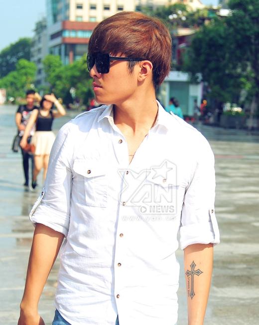 Sở hữu gương mặt điển trai, lạnh lùng, cá tính, Gin Tuấn Kiệt luôn được các ca sĩ nữ ưu ái mời tham gia trong các dự án MV ca nhạc.