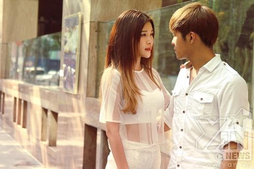 Trong phim Biệt thự Pensee, Gin Tuấn Kiệt và Yan My vào vai cặp đôi yêu nhau nhưng bị gia đình ngăn cản.
