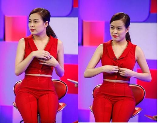 Hoàng Thùy Linh cũng gặp phải sự cố với khuy cài áo ngay trên sóng truyền hình. Chương trình phải tạm gián đoạn để nữ ca sĩ chỉnh lại bộ trang phục.