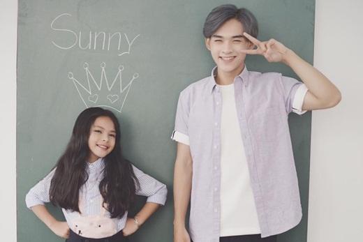 Cặp anh em Dương Minh Tuấn - Sunny Dương hiện đang là cặp đôi anh em được rất nhiều người yêu mến và hâm mộ. Cả Minh Tuấn và Sunny Dương đều sở hữu những nét đẹp 'trời cho'. Cặp đôi anh em này luôn có những biểu cảm vô cùng dễ thương khiến nhiều người hâm mộ phải chú ý.