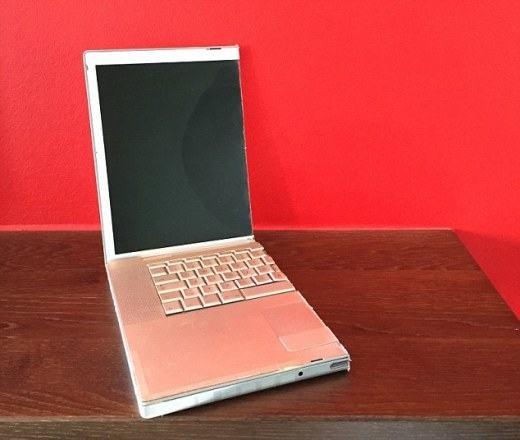 Nửa chiếc laptop này có giá tới 7 USD đấy!