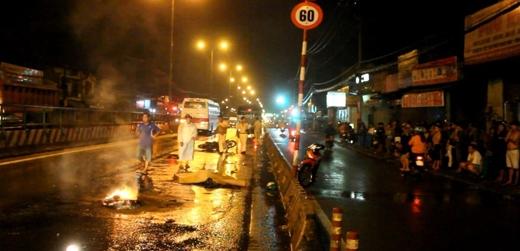 Cảnh sát giao thông có mặt điều tra vụ tai nạn