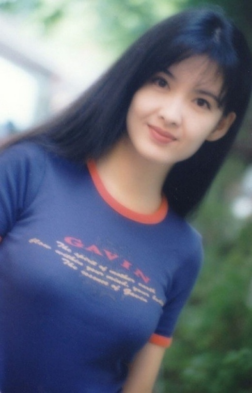 Nữ diễn viên sinh năm 1967 được coi là biểu tượng nhan sắc tại Hồng Kông. Cô là diễn viên và ca sĩ nổi tiếng tại xứ Cảng thơm. Châu Huệ Mẫn rất được lòng khán giả và người hâm mộ vì tính cách giản dị và khiêm tốn của mình.