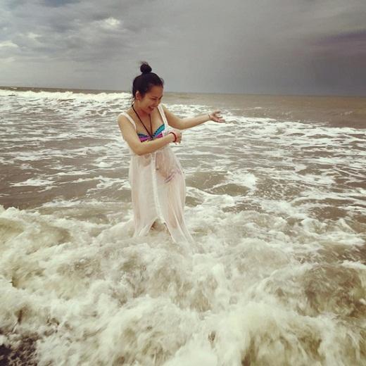 Kim Hiền vẫn tự tin khoe dáng với bikini dù sắp lâm bồn - Tin sao Viet - Tin tuc sao Viet - Scandal sao Viet - Tin tuc cua Sao - Tin cua Sao