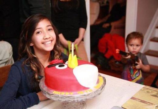 Tấm ảnh sinh nhật không thể nào quên của một bà chị gái.