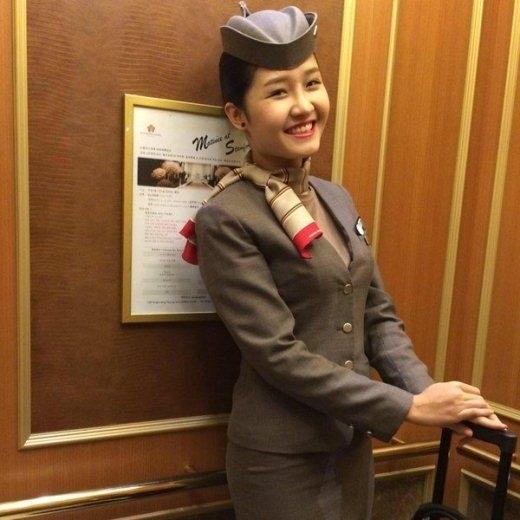 Nguyễn Quỳnh Tranglà tiếp viên của Asiana Airlinetính tới nay cũng được 3 năm. Cô tiếp viên sinh năm 1991 chia sẻ rằng trước đây cô được đi đào tạo tại Seoul2 tháng, mỗi ngày cô phải học tập từ 12 đến 13 tiếng, vô cùng vất vả.