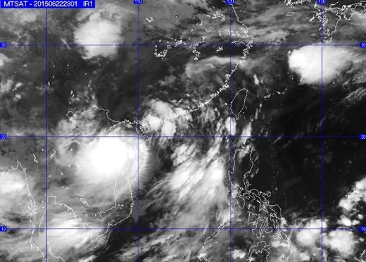 Hình ảnh diễn biến của cơn bão qua vệ tinh