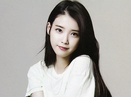 Xếp thứ 2 là 'em gái quốc dân' IU với số phiếu bình chọn 19.5%. Mặc dù sự nghiệp bị gián đoạn một thời gian vì scandal ảnh nóng, nhưng với tài năng vốn có và sự cố gắng mạnh mẽ, IU đã quay trở lại và 'lợi hại' hơn xưa. Mới đây, cô nàng vừa hoàn thành xong bộ phim Producer cùng dàn diễn viên nổi tiếng Kim Soo Hyun, Gong Hyo Jin, Cha Tae Hyun,...Khán giả đang vô cùng mong chờ sự trở lại sân khấu của IU trong thời gian sắp tới.