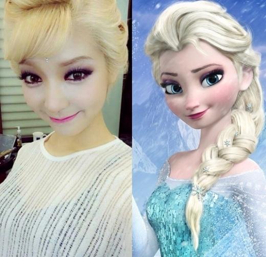 Với làn da trắng và mái tóc vàng sẵn có, Choa (AOA) hóa thân hoàn hảo thành Elsa khiến các fan cũng phải ngỡ ngàng vì quá giống công chúa băng giá.