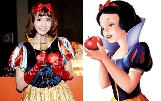 Trong ngày hội Halloween do SM tổ chức năm ngoái, Yoona (SNSD) bất ngờ hóa thân hoàn hảo thành Bạch Tuyết và không quên mang theo trái táo 'huyền thoại'.