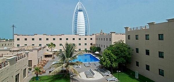 Học viện Quản lý Khách sạn Emirates có kiến trúc như một resort dành cho giới thượng lưu.