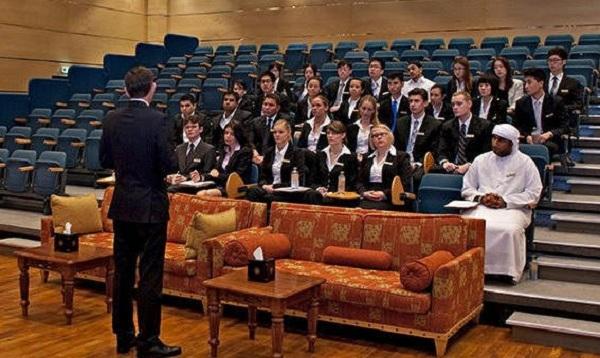 Với số lượng chỉ từ khoảng 20 sinh viên/lớp, chất lượng giảng dạy của học viện luôn được đảm bảo ở mức cao nhất.