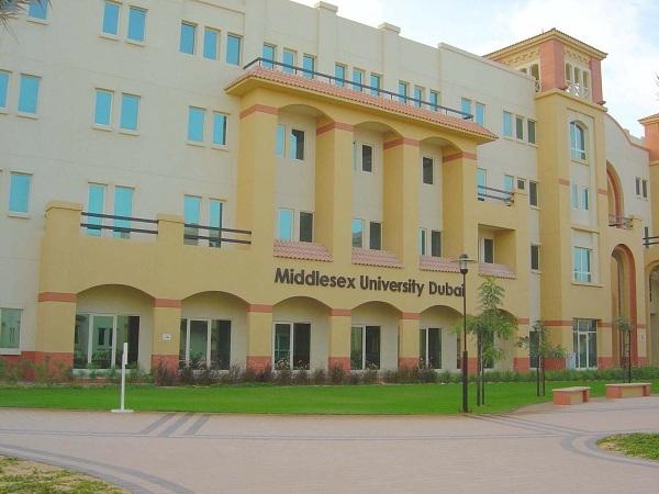 Năm 2005 đại học Middlesex mở thêm một cơ sở tạiDubaiđể đáp ứng nhu cầu học tập của sinh viên quốc tế.