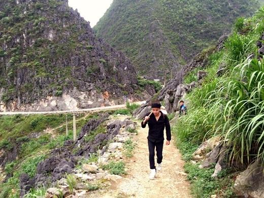 Hồ Quang Hiếu vất vả xách cuốc lên rẫy - Tin sao Viet - Tin tuc sao Viet - Scandal sao Viet - Tin tuc cua Sao - Tin cua Sao