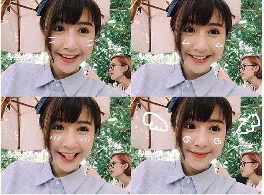 Không biết Trang Cherry có biết đang bị cô bạn Quỳnh Anh Shyn trêu trọc trong bức hình không. Hiện nay, cặp đôi hot girl này vẫn đang tiếp tục đảm nhiệm vai diễn trong loạt phim sitcom '5S online' được nhiều bạn trẻ quan tâm và yêu thích.
