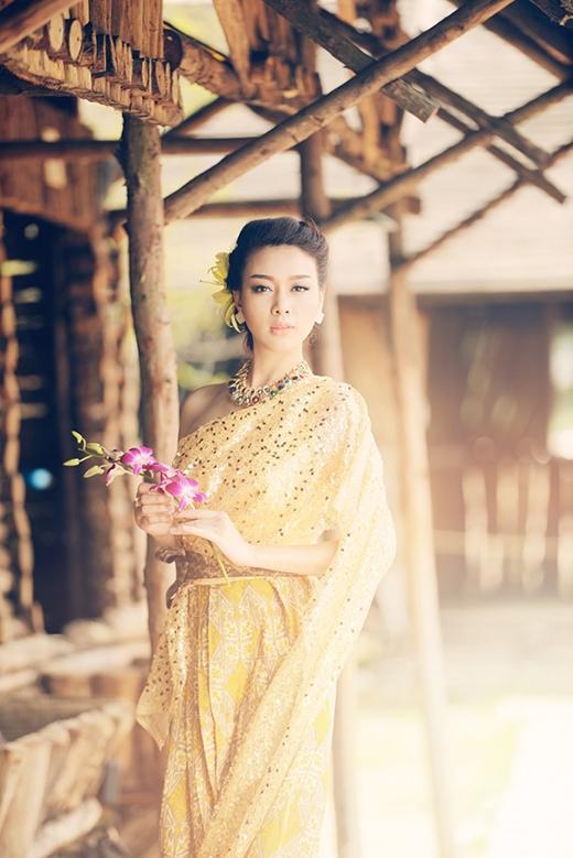 Trương Tùng Lan sở hữu gương mặt tròn, phúc hậu, đậm chất vẻ đẹp truyền thống mà người Việt Nam ưa chuộng.