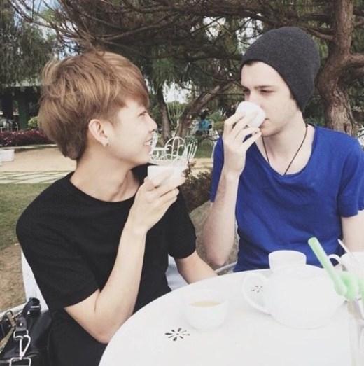 Tuấn Cường và bạn trai Tyler đã quen nhau khi du học tại Mỹ.Những khoảnh khắc hạnh phúc và đáng yêu của cả hai đã khiến không ít người phải ghen tị.