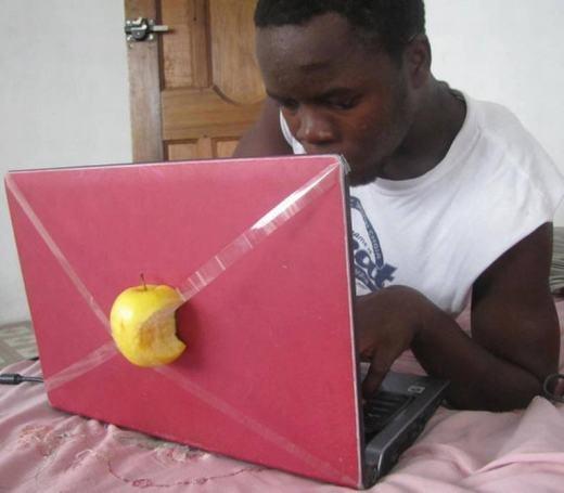 Hàng Apple 'chính hãng' đấy nhé!