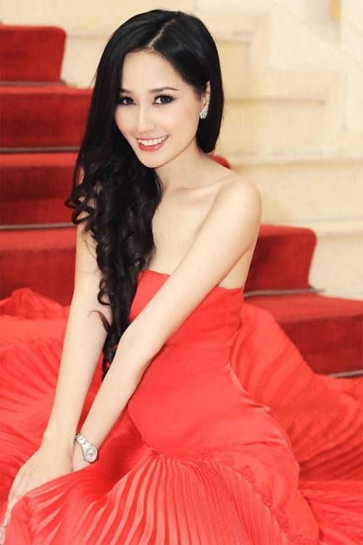 Mặc dù khi đăng quang đã nhận phải không ít chỉ trích về nhan sắc, nhưng thời gian qua đi,Mai Phương Thúy đã là một trong những Hoa hậu đẹp nhất, nổi tiếng nhất và giàu có nhất showbiz Việt cho tới thời điểm này. - Tin sao Viet - Tin tuc sao Viet - Scandal sao Viet - Tin tuc cua Sao - Tin cua Sao