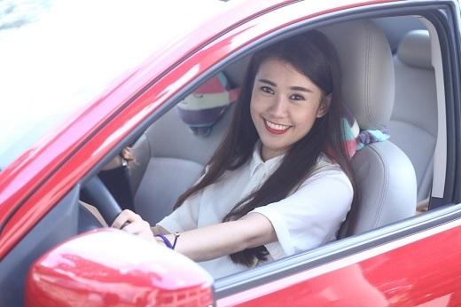 Cô nàng Ngọc Thảo tự lái xe chở bạn thân đến tham dự sự kiện - Tin sao Viet - Tin tuc sao Viet - Scandal sao Viet - Tin tuc cua Sao - Tin cua Sao