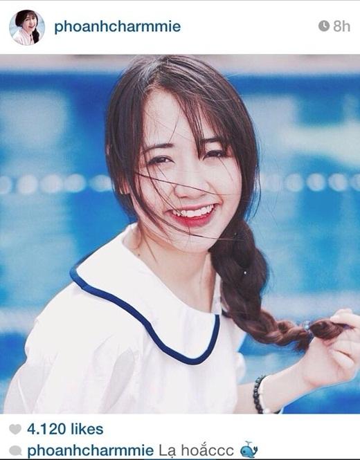 Trở về Việt Nam nhân dịp nghỉ hẻ, Phoanh Charmmie đã nhận được rất nhiều lời mời làm người mẫu ảnh. Với gương mặt xinh xắn, bầu bĩnh, đáng yêu, cùng với nụ cười duyên, xinh xắn, Phoanh Charmmie là gương mặt hot teen được khá nhiều bạn trẻ yêu mến. Cô cũng chính là hot girl du học sinh Việt được nhiều người chú ý tại Mỹ.